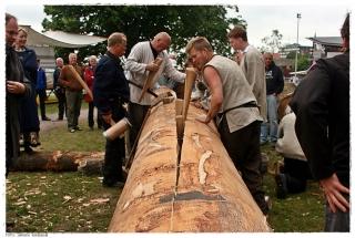 Klyving av den første eikestokken til det nye Osebergskipet. Foto: Jørgen Kirsebom