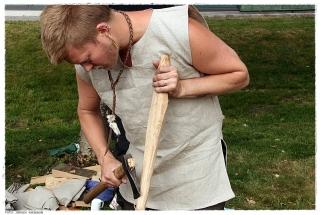 Kiler gjøres klar for å klyve eikestokker. Foto: Jørgen Kirsebom