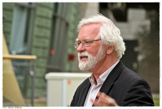 Professor Egil Mikkelsen holdt tale ved innvielsen av byggeplassen. Foto: Jørgen Kirsebom