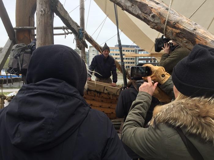 Imponerte: Byggeleder Jan Vogt Knutsen imponerte med å snakke flytende tysk da teamet fra ARTE intervjuet ham om byggingen av Klåstadskipet. (Foto: Ole Harald Flåten)