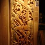 Urnes-portalen: Dette er antagelig det flotteste eksempelet på tidlig skandinavisk treskjærerkunst. Jay Haavik ble valgt til å utføre denne kopien.