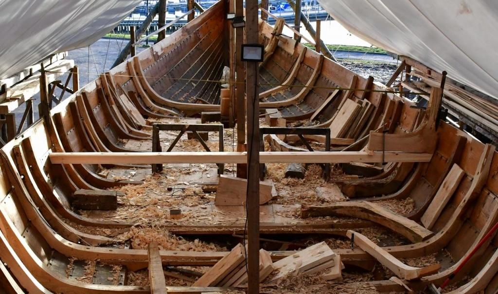 Spanter, knær, etc tilpasses og monteres i Klåstadskipet