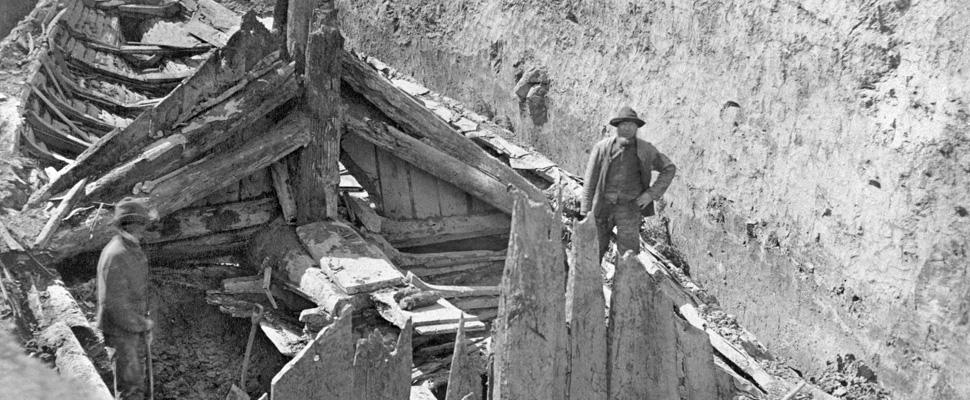 Fra utgravningen av Gokstadskipet. Foto: Kulturhistorisk Museum