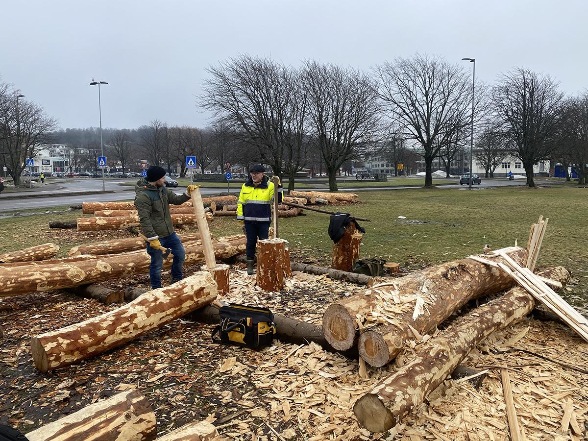 Frivillige Terje Ellefsen (til venstre) og Colin Lie på byggeplassen i Sandefjord.