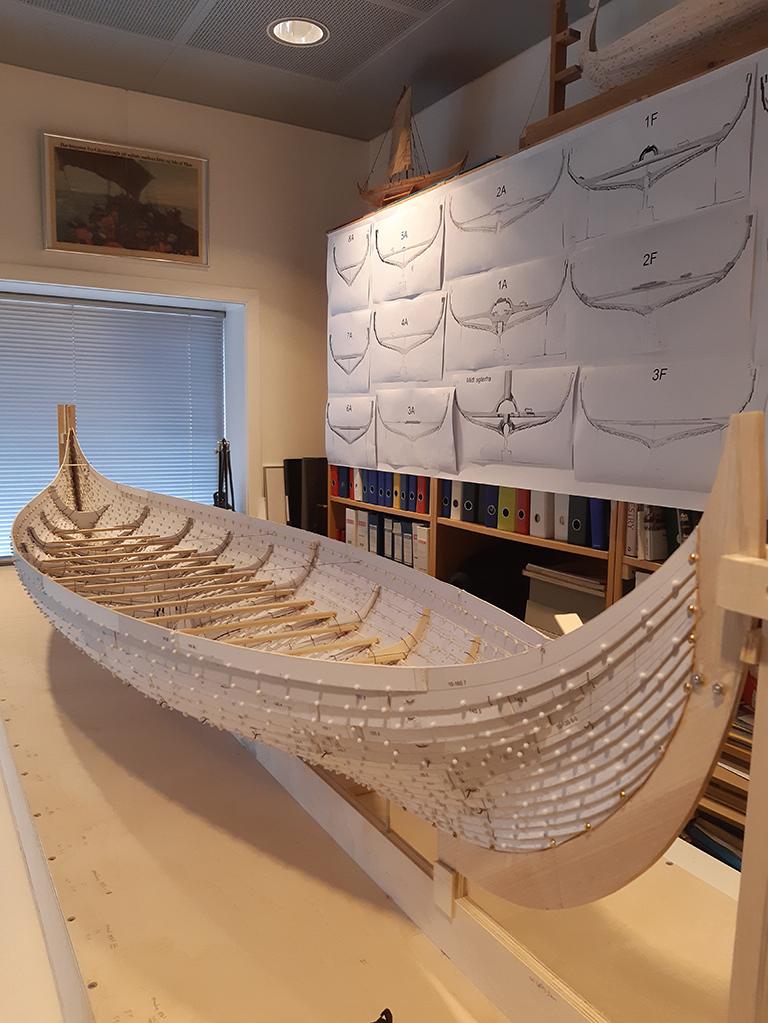 Skalamodellen av Gokstadskipet er ferdig i Roskilde Vikingeskibsmuseum