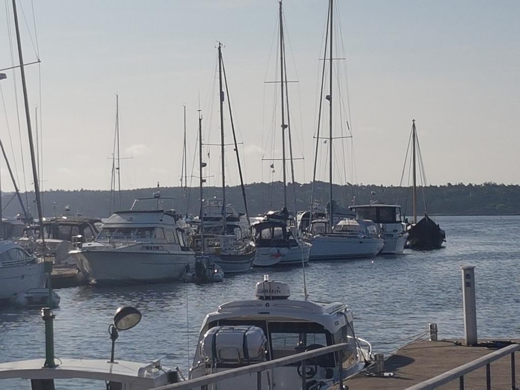 Skjærhalden mandag morgen 12.juli: Den dyreste båten ligger helt ytterst mot havet, heter Saga Farmann og er verdens mest moderne vikingskip...