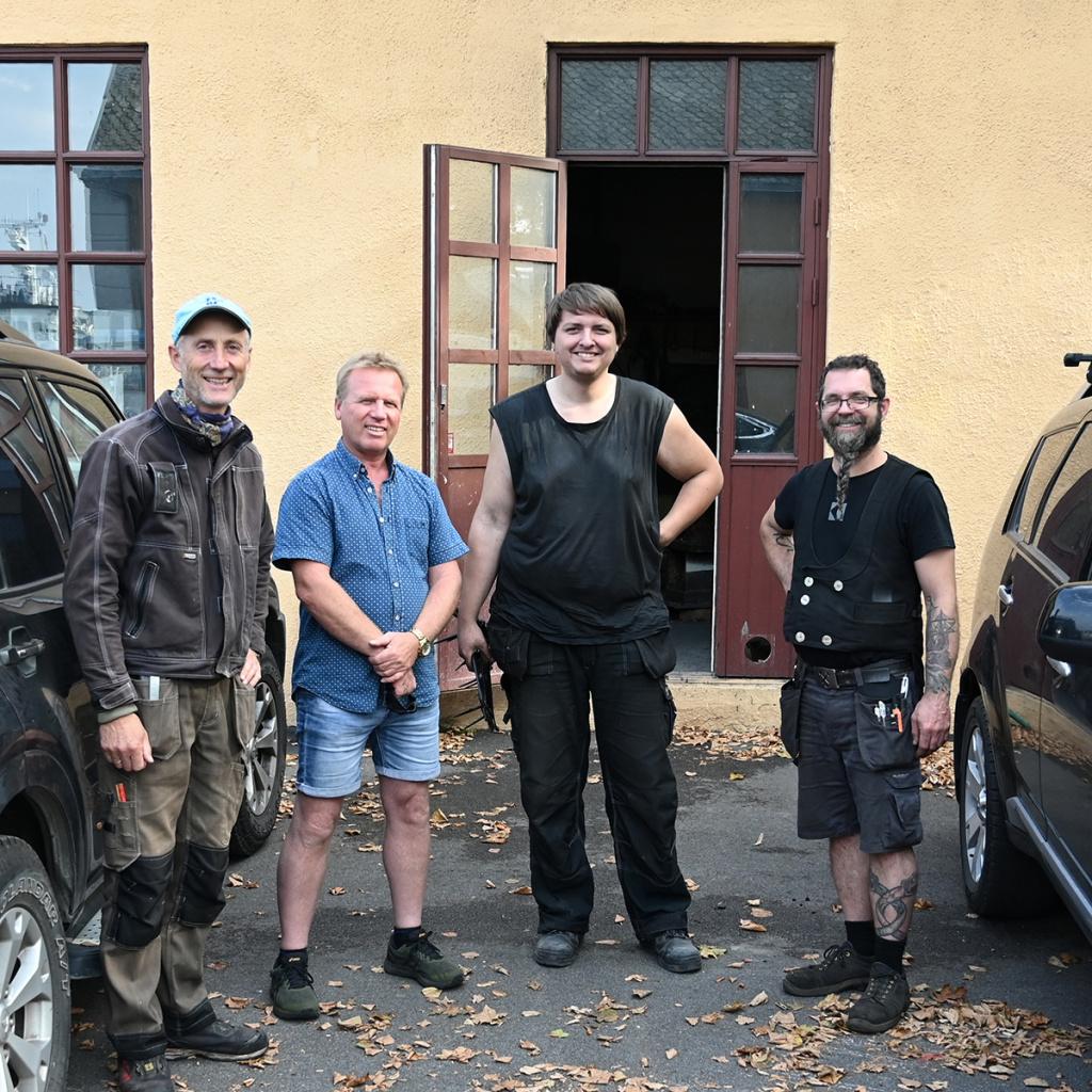 BESTÅTT: Kristoffer Holmvik sammen med sin arbeidsleder Jan Vogt Knutsen (til venstre) og sensorene Jørn Stampe Hansen og Benjamin Kjellman-Chapin. (Foto: Willy Fredriksen)